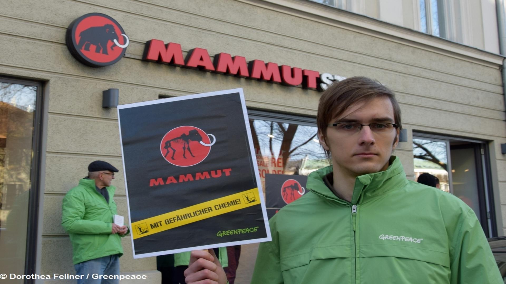 1c35e948b37119 Aktion in München für giftfreie Outdoor-Ausrüstung